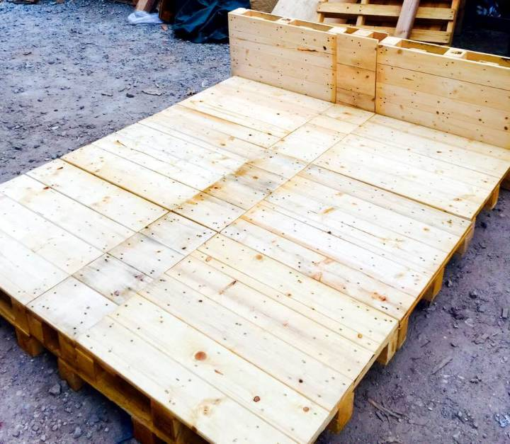 stacked Euro pallet robust wooden bed