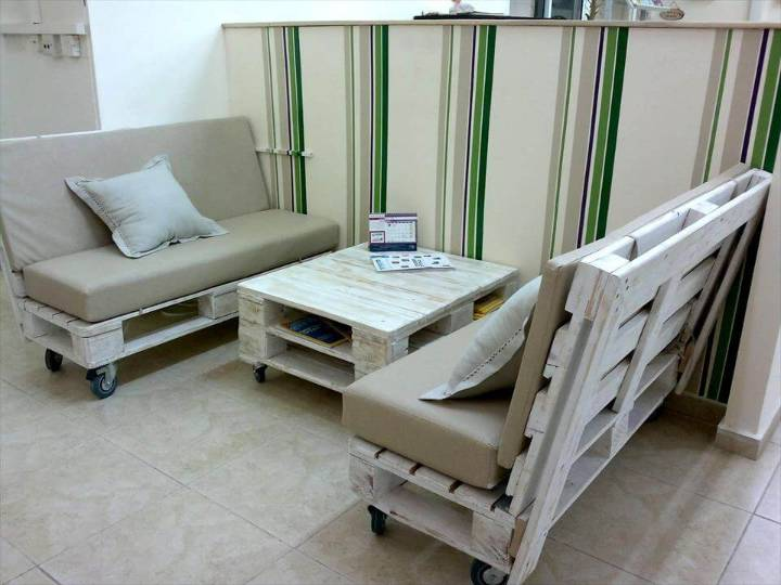 cushioned pallet seats and coffee table on wheels