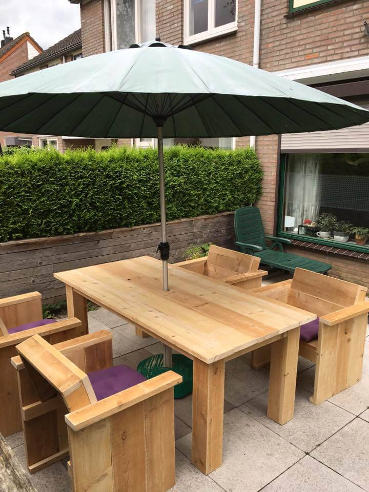 handmade pallet outdoor sitting set with parasol table