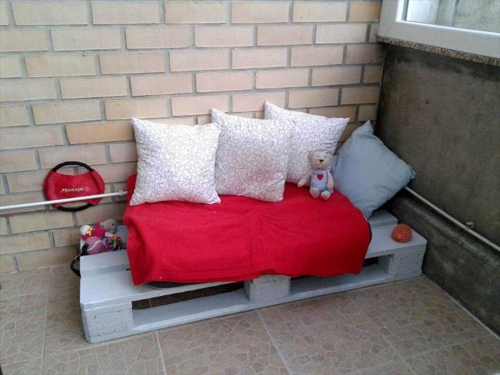 grey painted 1 pallet seat or day bed