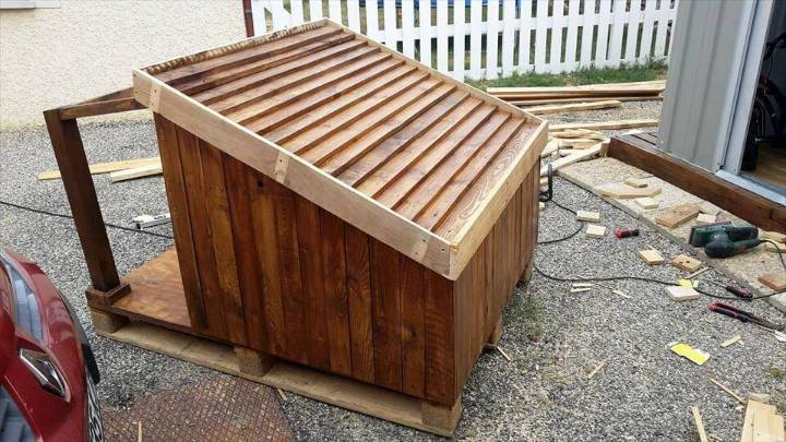 reclaimed pallet dog house with shingled and titled roof & Pallet Dog House - Step by Step Plan - DIY u0026 Crafts memphite.com