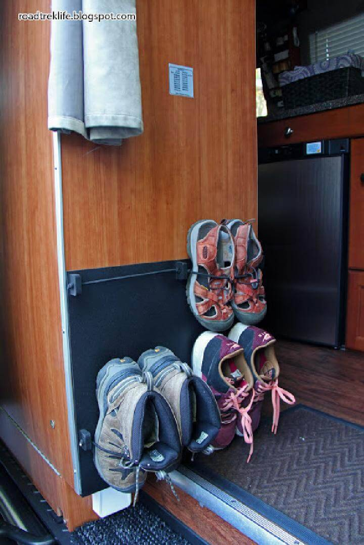 DIY Bungee Cord Wall Hanging Shoes Rack