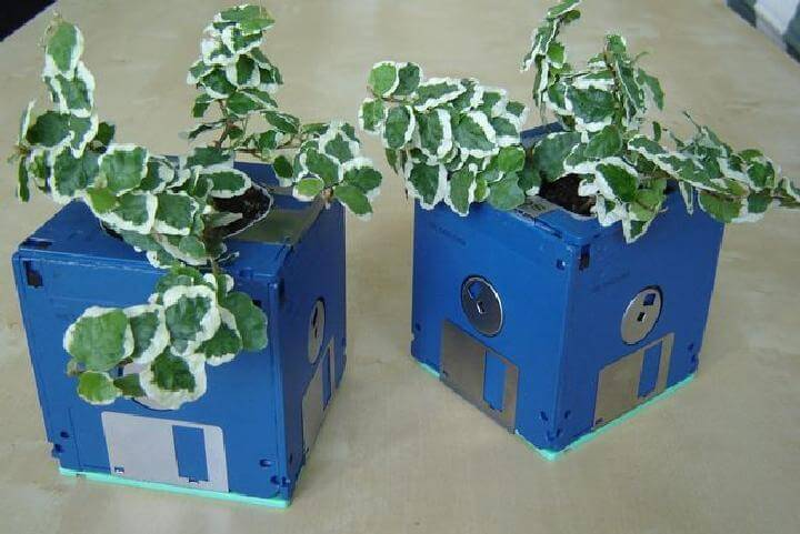 DIY Amazing Floppy Disk Planters