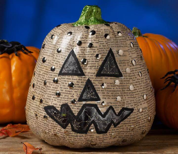 DIY Handmade Newspaper Pumpkin Stud