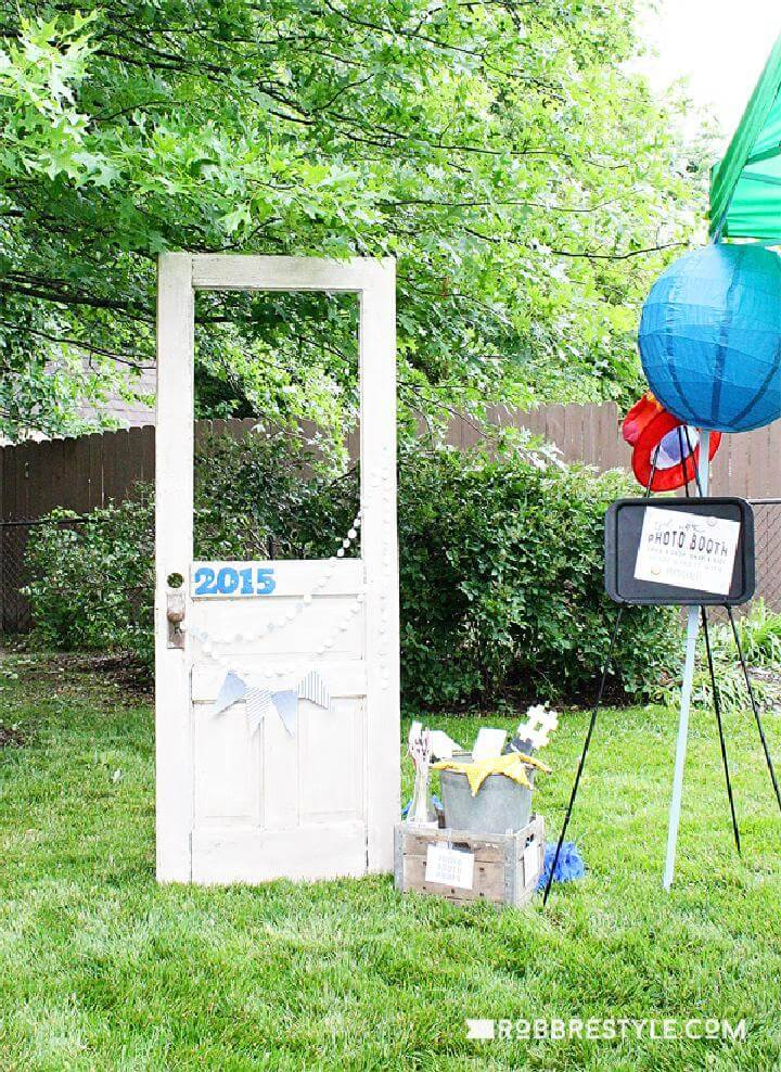 DIY Homemade Photo Booth for Graduation Party