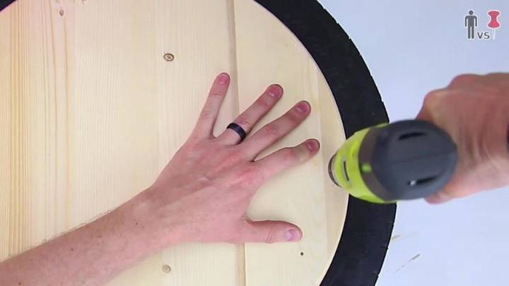 Drilling the Screws Straight in the Wood to Tire