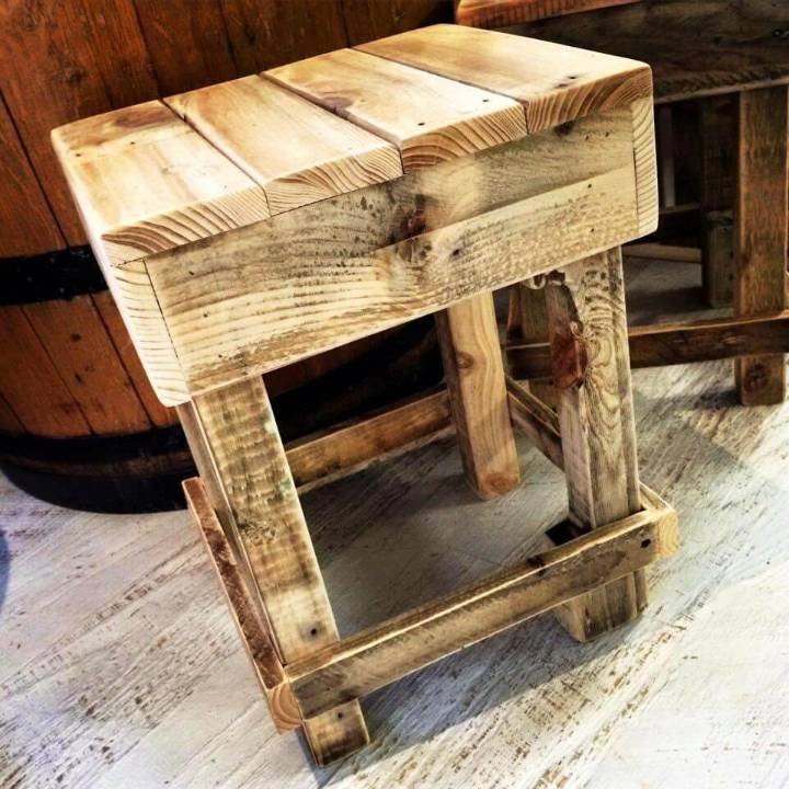 wooden pallet stool for bar seating