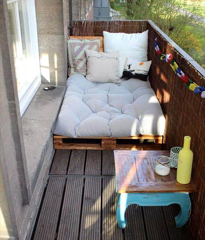 pallet made daybed and table