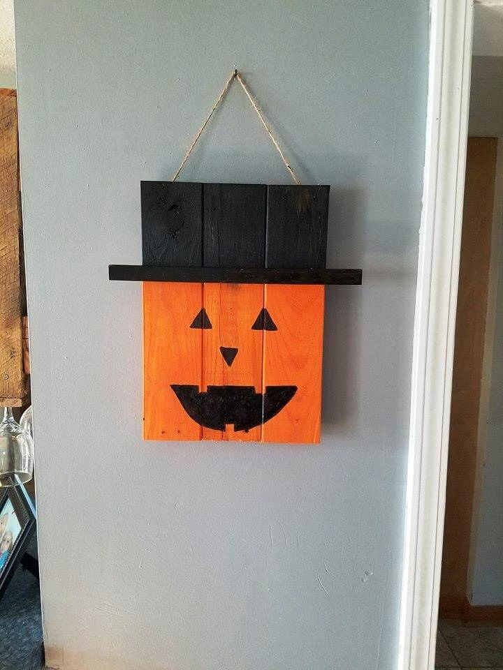 cute yet spooky pallet made halloween art