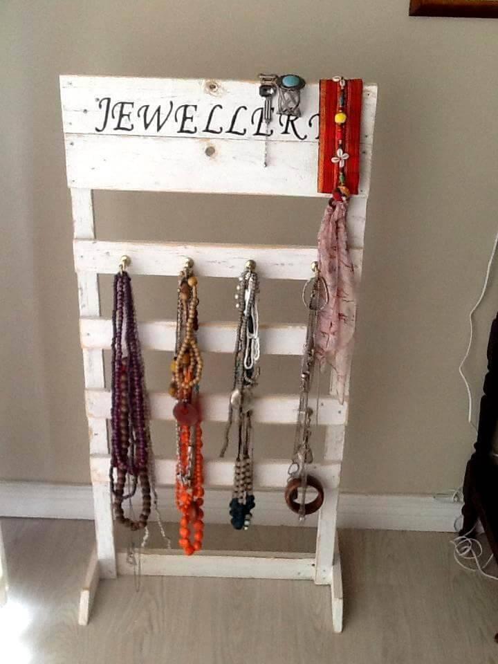 amazing pallet jewelry organizer