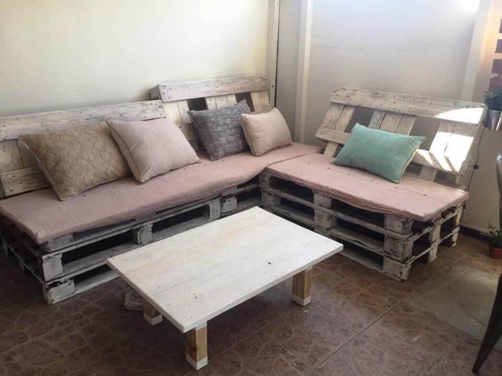 Dazzling Pallet Seating Set