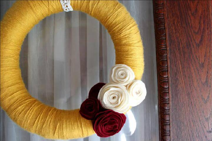 DIY Beautiful Yarn Wreath with Felt Rosettes
