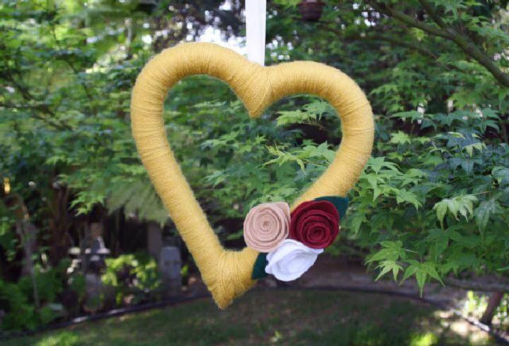 DIY Yarn Heart Fall Wreath with Felt Flowers