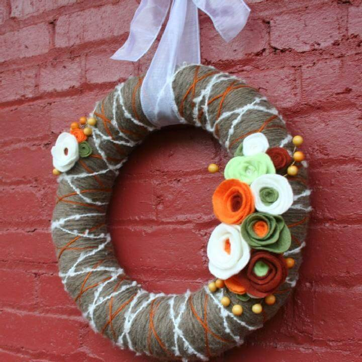 DIY Yarn Wrapped Fall Reath with Felt Flower