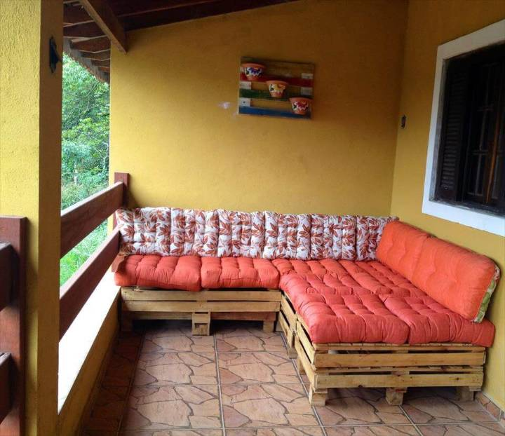 no-cost pallet corner sofa with red cushion