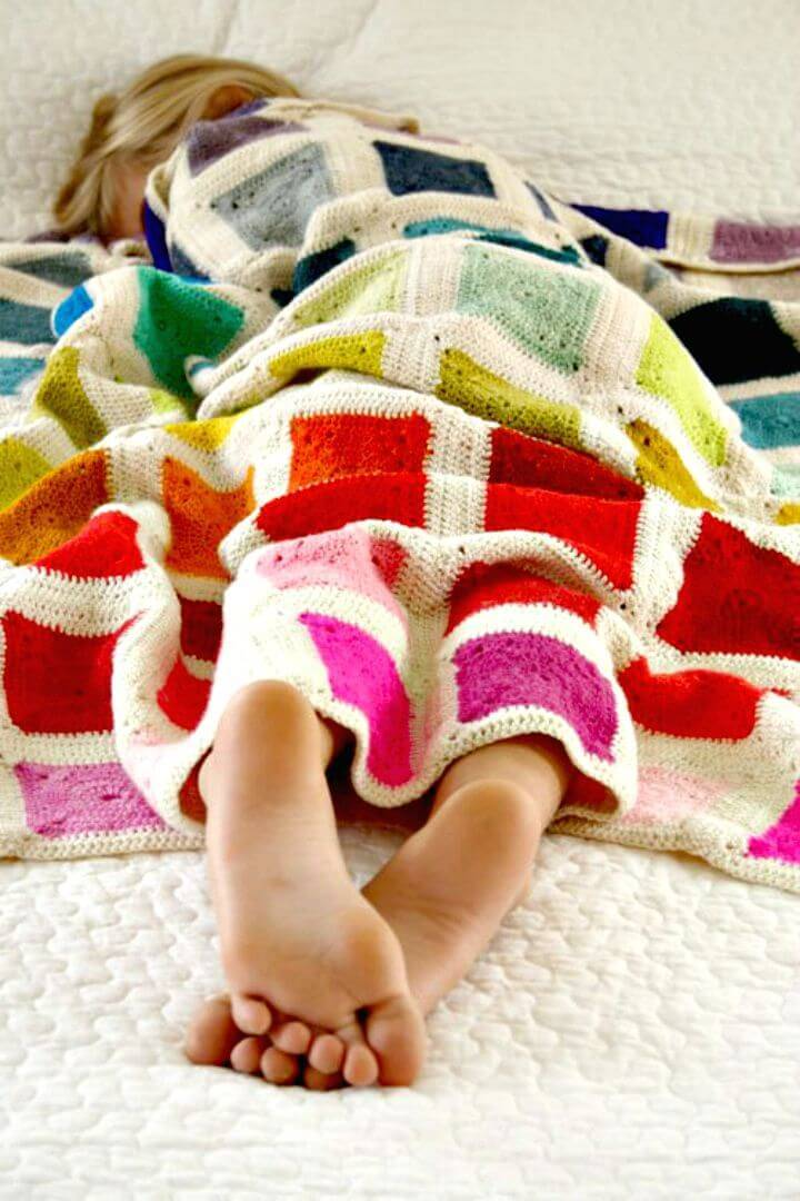How To Free Crochet Bear's Rainbow Blanket Pattern