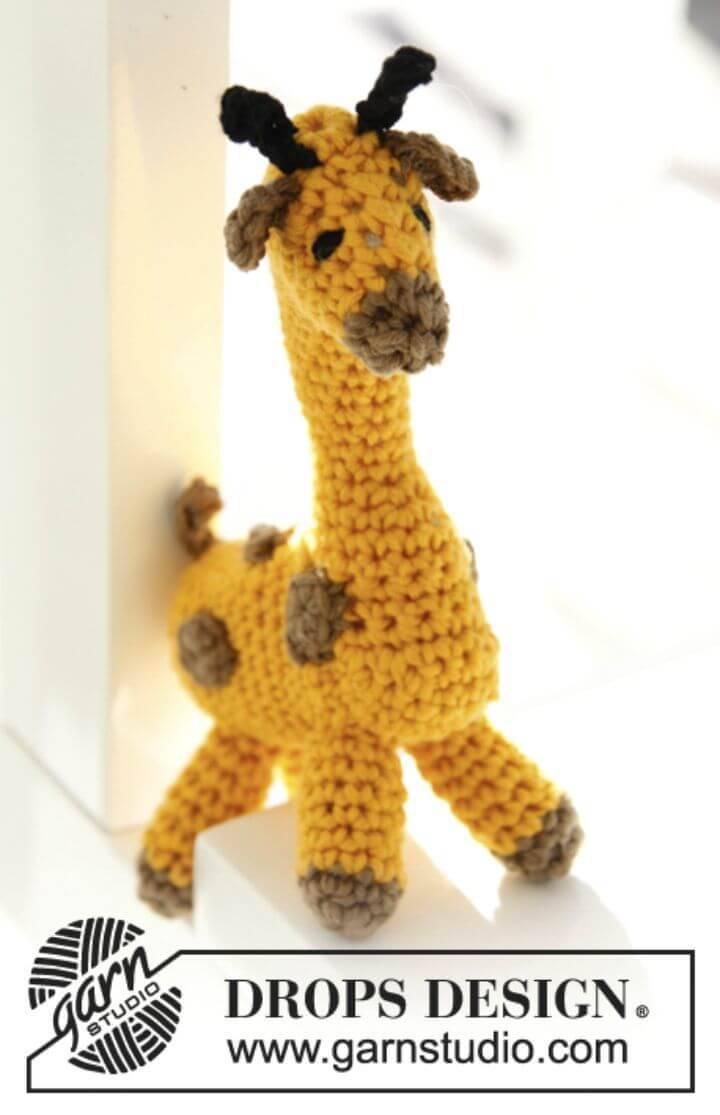 Crochet An Easy Giraffe In Safran - Free Pattern