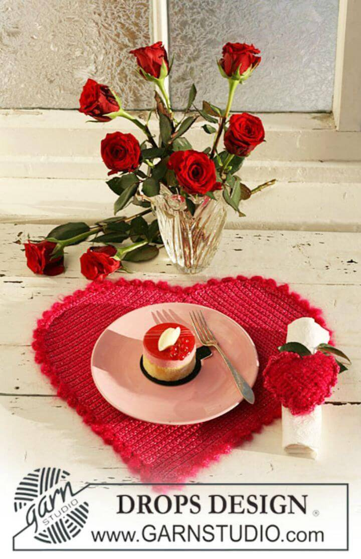 "Easy Crochet Heart-Shaped Table Mat And Serviette Ring In ""Cotton Viscose"" - Free Valentine Pattern"