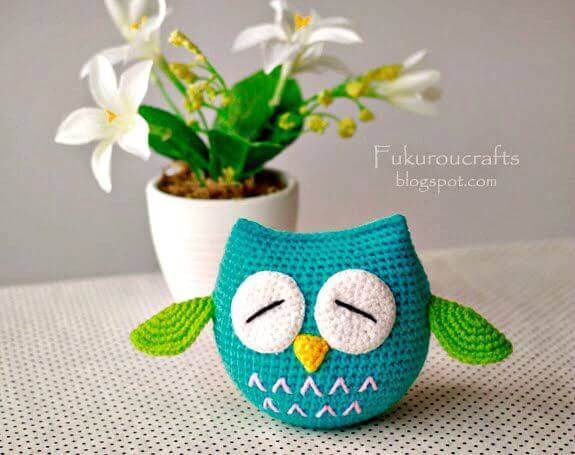 c30674c5607 The big sleepy eyes of owls are what that makes them a super cute bird  creature that also goes favorite to kids! The owls are sleep in the day and  the most ...