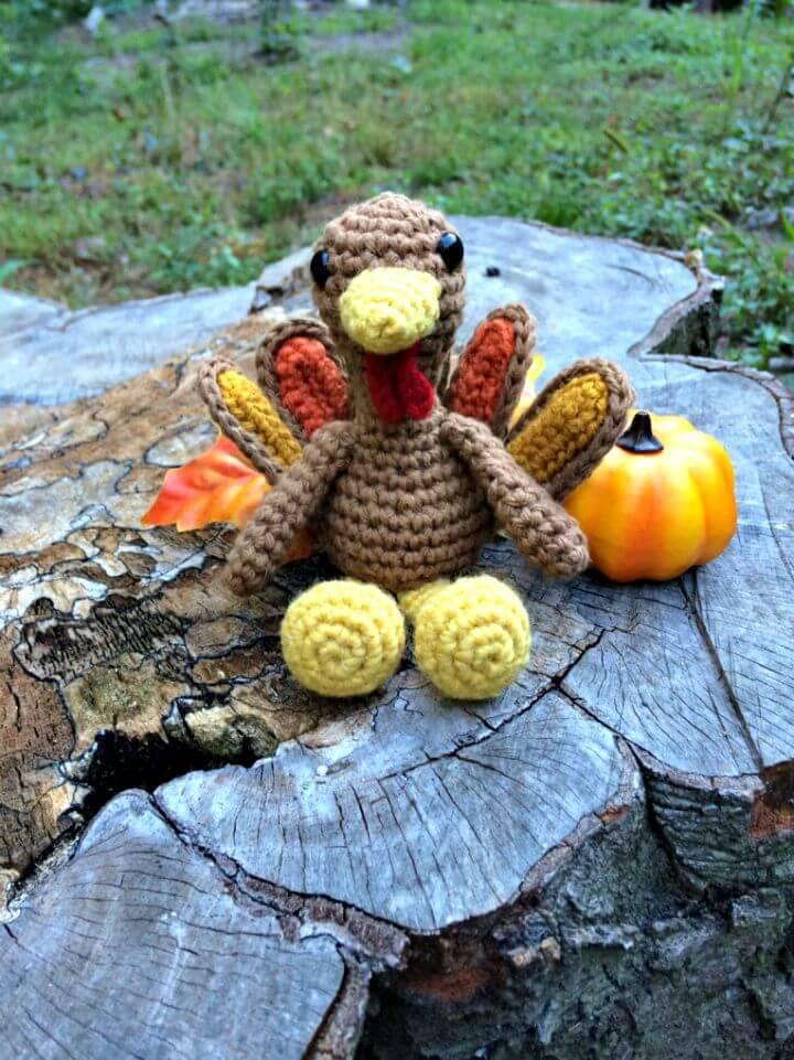 Free Crochet Tiny Little Turkey Amigurumi Pattern