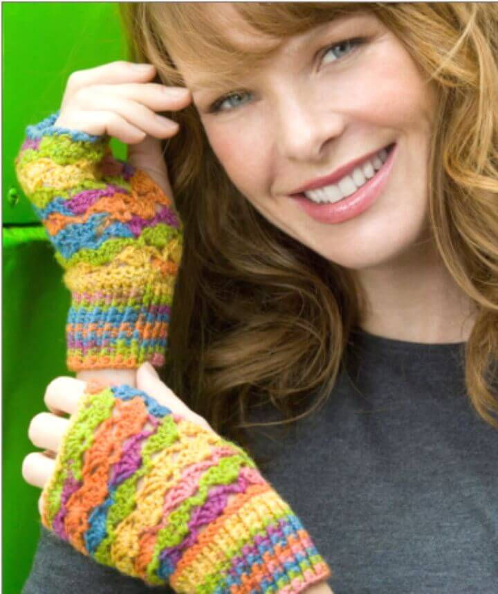 Free Crochet Lace Finger-less Mitts Pattern