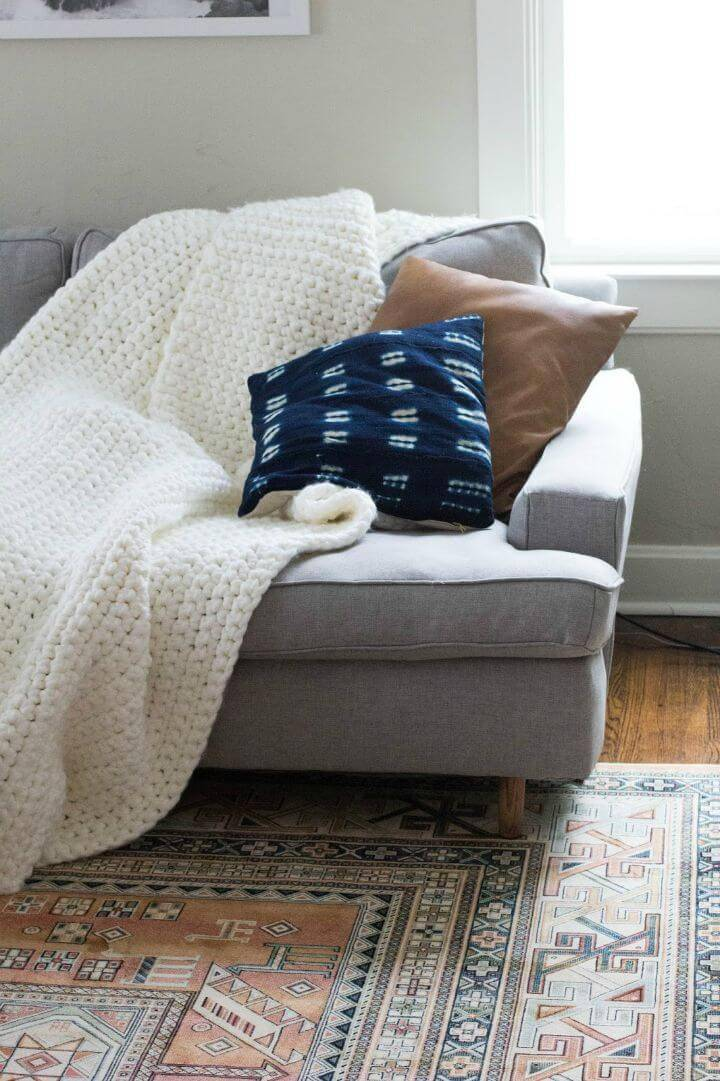 Easy Crocheted Chunky Blanket Pattern