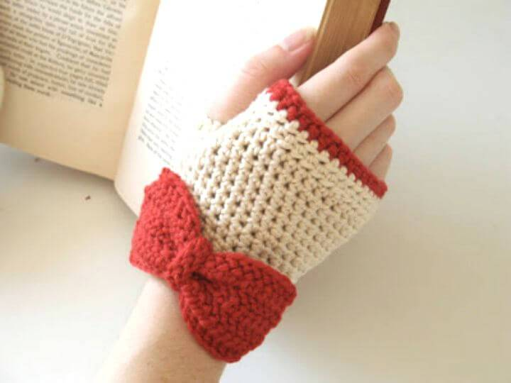 Free Crochet Red & White Finger-less Gloves