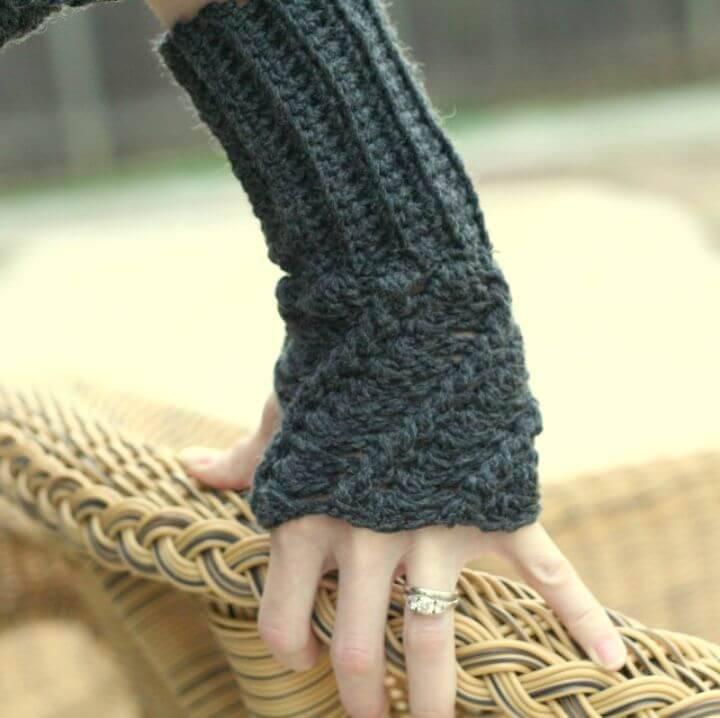 Free Crochet Twist Finger-less Glove Pattern