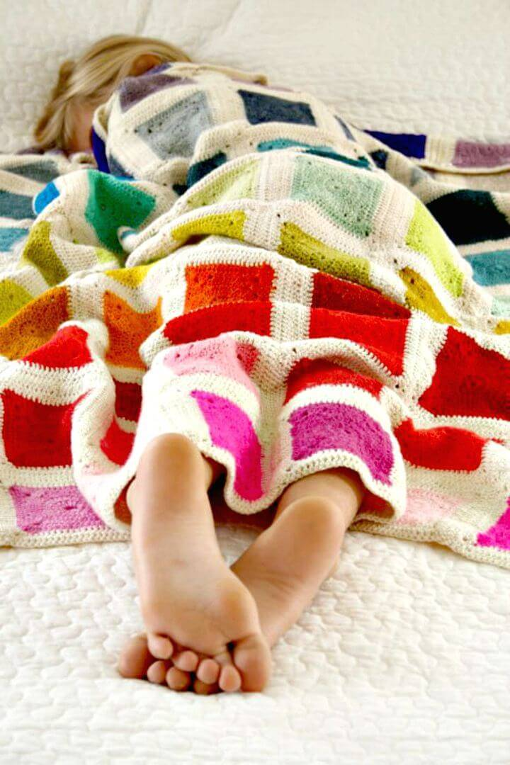Easy Free Crochet Bear?s Rainbow Blanket Pattern