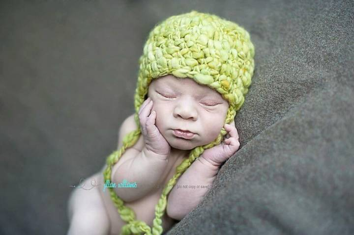 Free Crochet Thick And Thin Earflap Hat Pattern