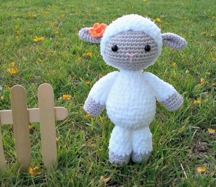 Free Crochet A White Sheep Pattern