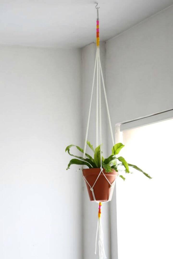 DIY An Easy Macrame Plant Hanger