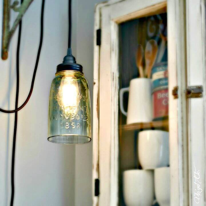 How To Easy DIY Farmhouse Light With A Mason Jar - Free Tutorial