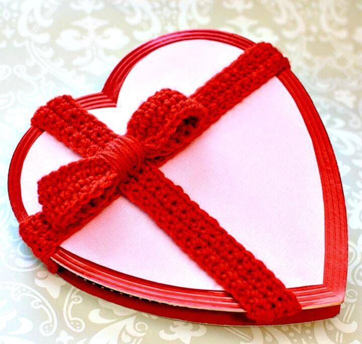 Decorate A Plain Valentine'S Box With This Crochet Bow Pattern