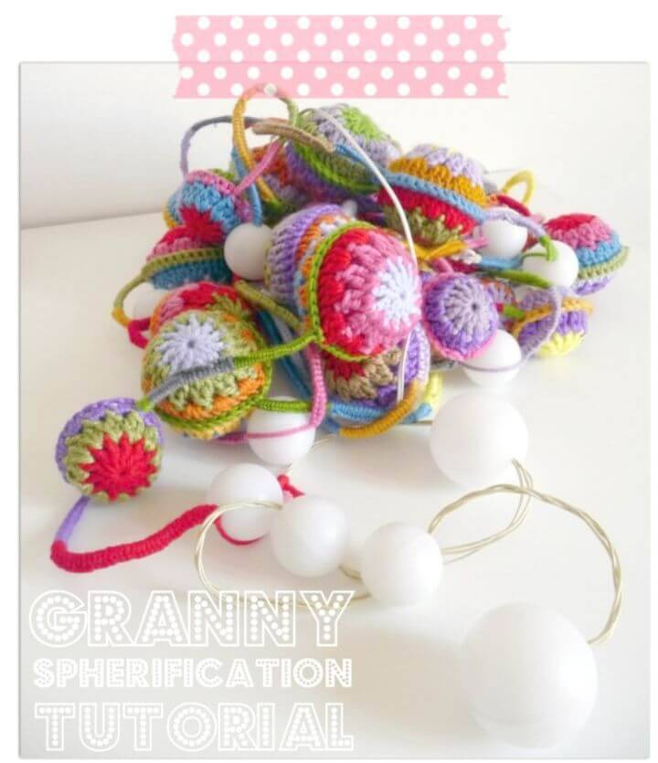 Easy Free Crochet Garland With Balls Pattern