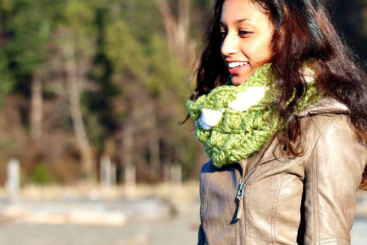 Easy Free Crochet Seashells Infinity Scarf - Pattern And Tutorial