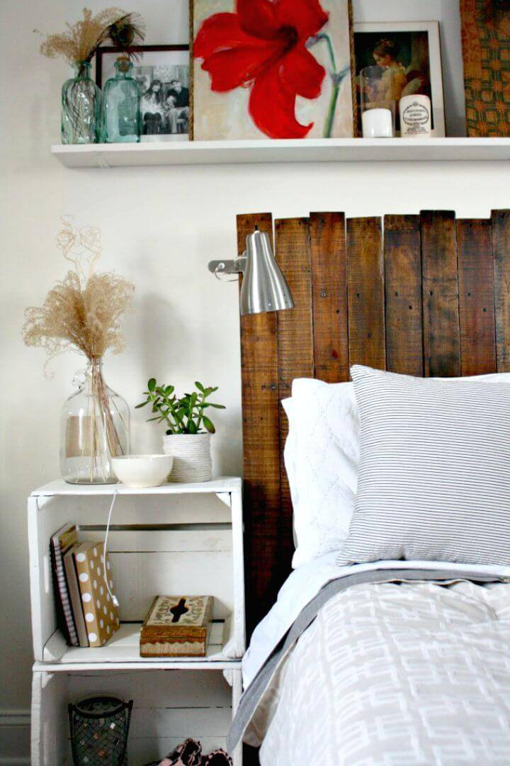 How to Build Your Own Pallet Headboard - DIY