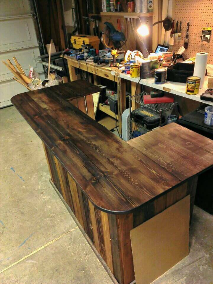 Gorgeous Build Your Own Wood Pallet Bar - DIY