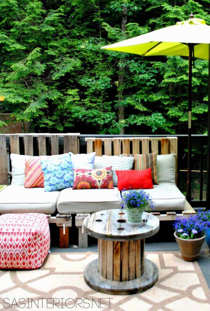 Easy DIY Outdoor Pallet Sofa Tutorial