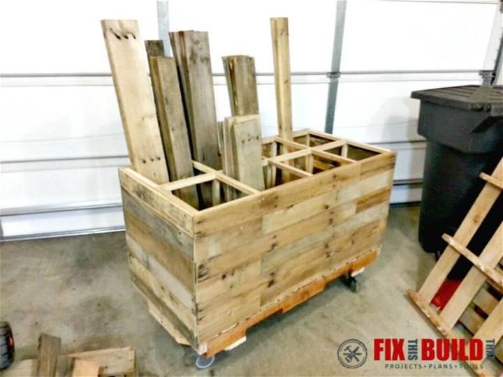Easy DIY Pallet Wood Storage Rack