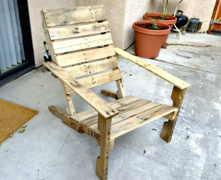 Easy DIY Wooden Pallet Patio Chairs Tutorial