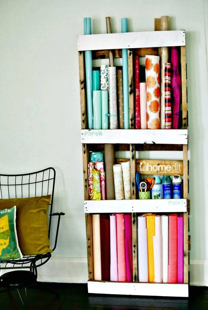 30 pallet ideas to organize your home storage diy crafts. Black Bedroom Furniture Sets. Home Design Ideas