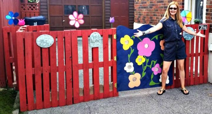 Easy Upcycled Temporary DIY Pallet Fence Tutorial