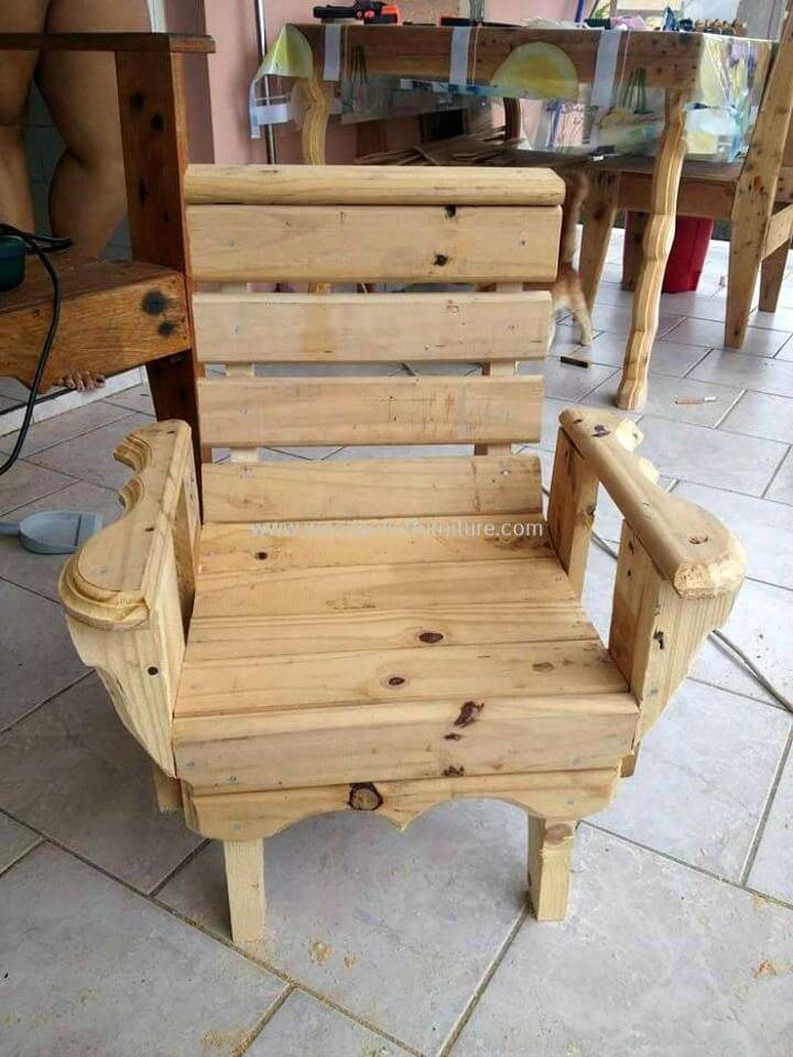 Build Your Own Kids Chair With Pallets - DIY