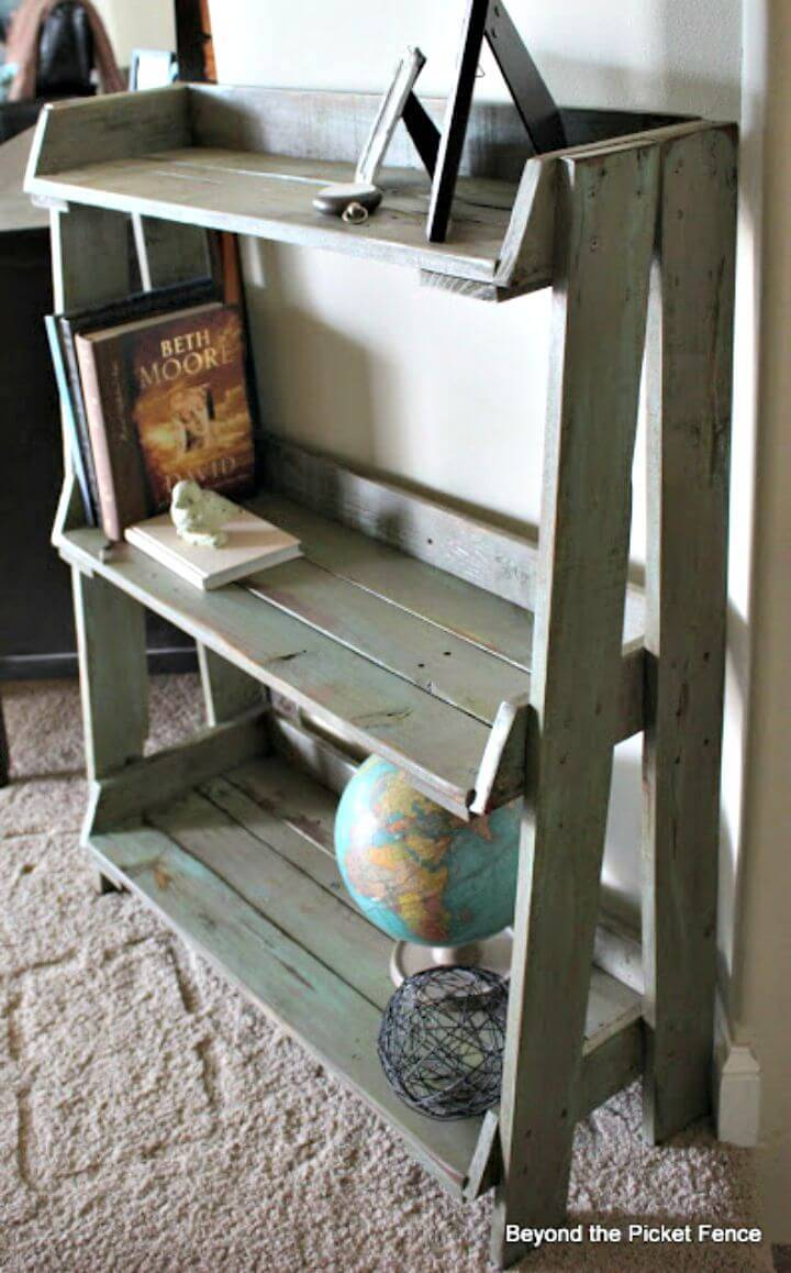 How To Make Your Own Pallet Bookshelf - DIY