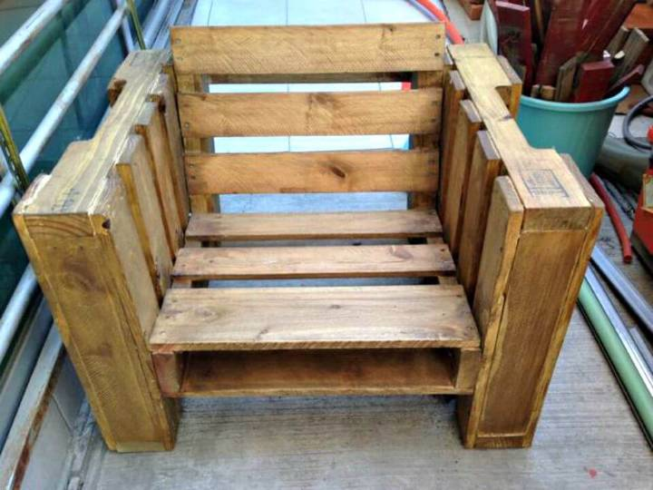 Easy To Make Your Own Pallet Chair Tutorial