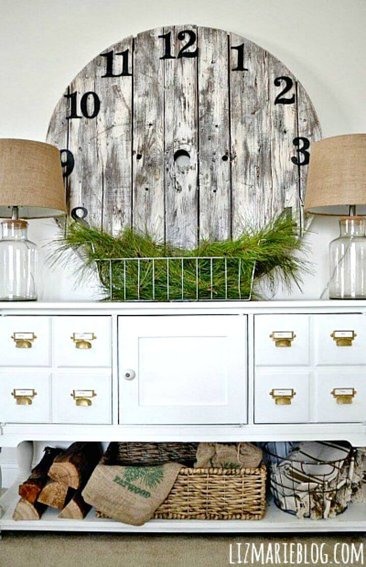 Simple and Easy DIY Wood Pallet Clock Tutorial