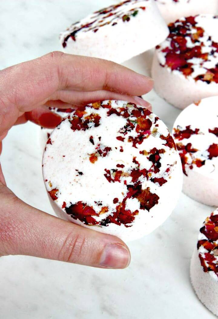 Easy DIY Mix and Mold Your Own Bath Bombs