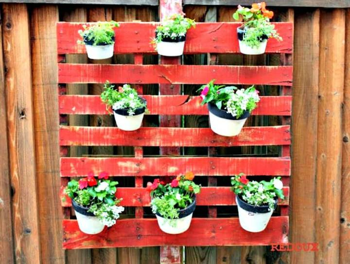 Adorable DIY Wood Pallet Planter - Pallet Garden Projects