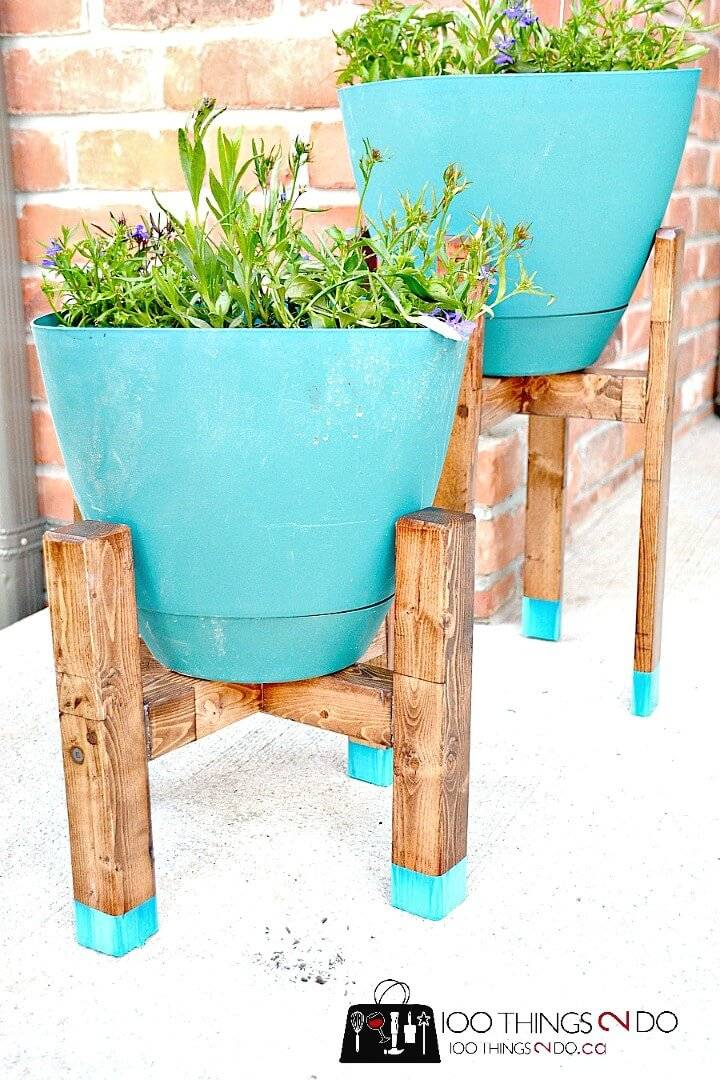 Build Your Own Plant Stands - DIY to Try Out This Spring & Summer